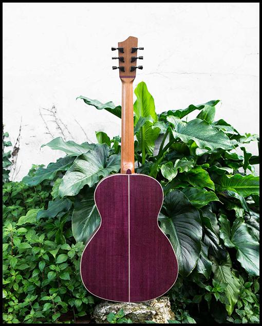 """Guitarra artesanal acústica modelo """"Amaranto"""" parte trasera"""