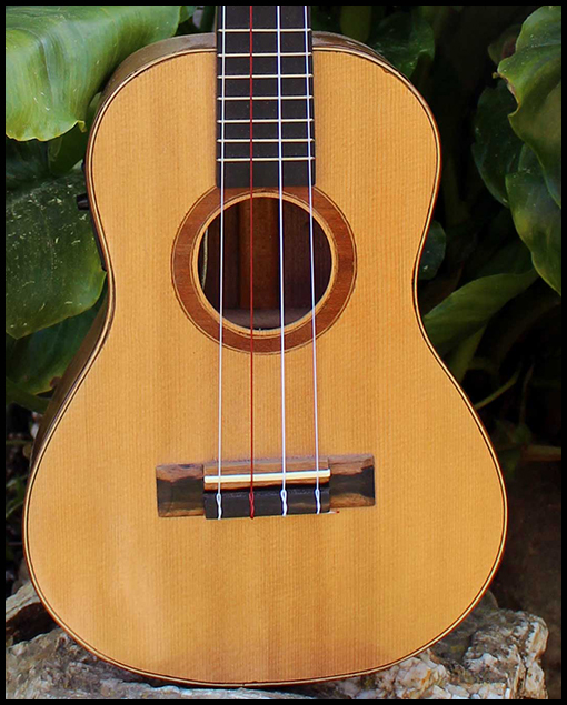 ukelele personalizado frente Matias Costa Luthier